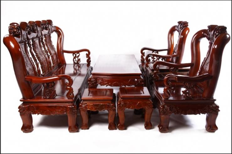 Thợ đánh vecni bộ bàn ghế gỗ  chuyên nghiệp