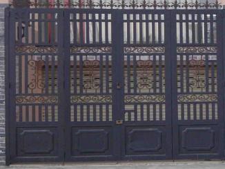 Tìm thợ sơn cửa sắt chuyên nghiệp tại Hà Nội