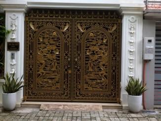 thợ sơn cửa gỗ tại cầu diễn
