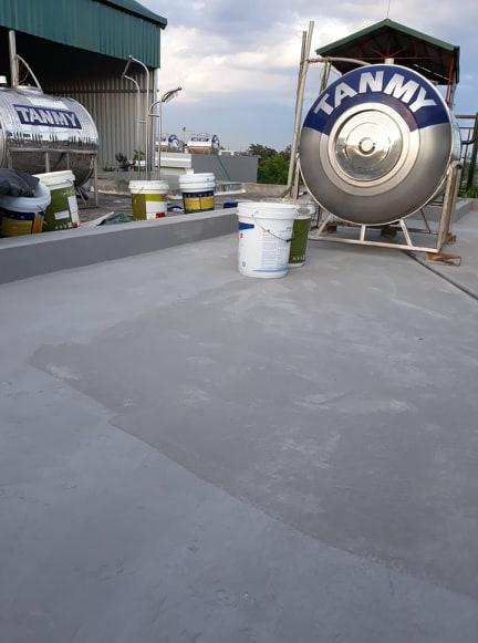 Chống thấm sàn nhà bằng xi măng trộn Kova